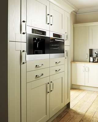 Shaker Wood Green Kitchen