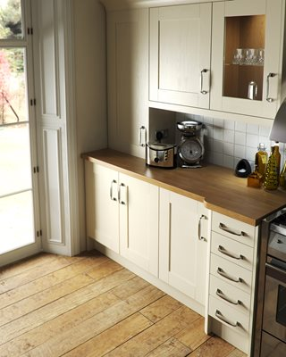 Shaker Wood Ivory Kitchen
