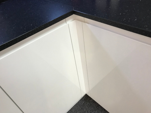 How to fit corner unit